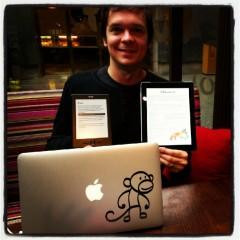Petteri Kolehmaisen Monkey Experience Petteri tekee Senja opettaa -applikaatiota ja Kindle-kirjaa.